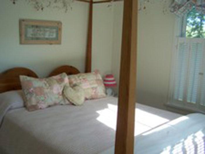 492bedroom2-700