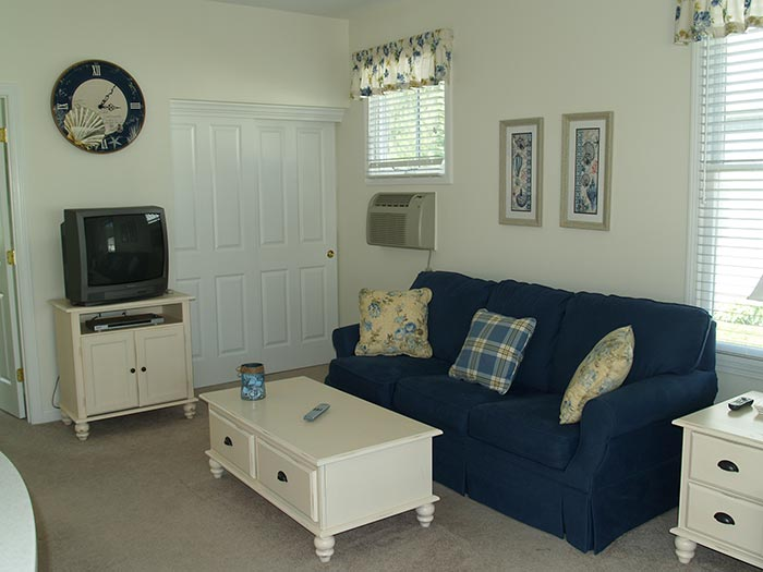 bowdoin-living-room